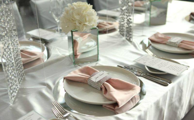 Сервировка новогоднего стола 2020 в домашних условиях, оформление, фото